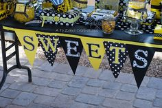 Love the yellow, black, and white! cute banner