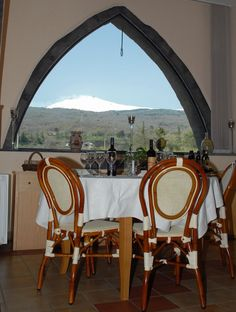 Veduta dell'Etna dalla sala ristorante del Valle Galfina Resort Resort, Mirror, Furniture, Home Decor, Homemade Home Decor, Mirrors, Home Furnishings, Interior Design, Home Interiors