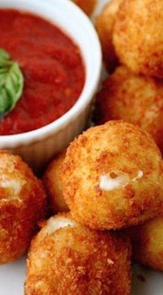 Mozzarella Balls & Tomato Basil Sauce ❊