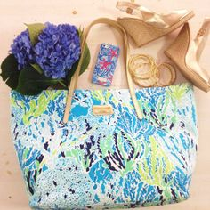 Lilly Pulitzer Resort Tote in Let's Cha Cha & Accessories