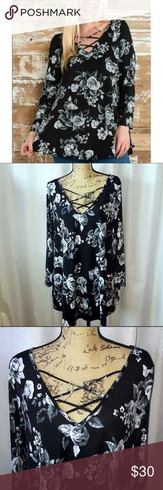 🎉HP🎉Black floral top 3x black floral top with cross chest design/ I love love this too but unfortunately my breast are the wrong size ❤️Host Pick Everything Plus Size 9/5 Tops Blouses