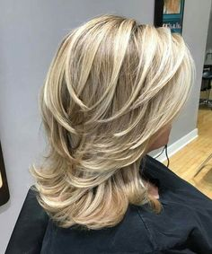 Hot Medium Blonde Layered Hairstyles for Women with Thick Hair