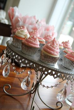 Gorgeous, glitzy cupcake holder.  Love this!