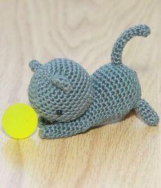 Free Playing Cat amigurumi pattern by Little Bear crochets: www.littlebearcrochets.com