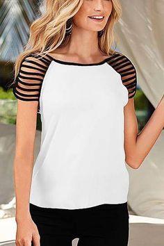 Recortes ajudam a transformar a camiseta básica numa blusa bem bacana.