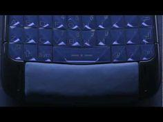 Vertu Constellation Blue è il nome della nuova collezione di cellulari di lusso concepita da Vertu in collaborazione con Italia Indipendent.