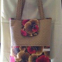 A amigaCirlene Ruizestá concorrendo para a 1ª Confraria da Costura do grupo Eu Amo Costurar com a bolsa abaixo. ❤Se você gostou desta bolsa, deixe o seu comentário abaixo. Figuinha!!!!!