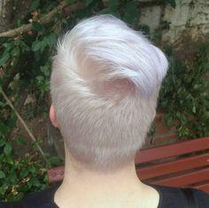 "15 Me gusta, 3 comentarios - Henrique Petiz Profissional  (@homehairpoa) en Instagram: ""Meninos também entram na moda! Aqui fizemos uma mistura, deixando o fundo do cabelo branco e as…"""