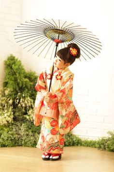 Chinese Kimono, Japanese Kimono, Japan For Kids, Geisha Hair, Kabuki Costume, Japanese Kids, Kimono Japan, Japanese Costume, Oriental Fashion