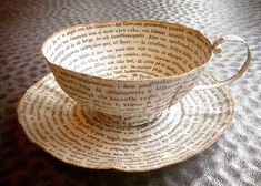 Création papier de Cecilia qui donne une nouvelle vie aux pages de livres usagés