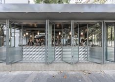 Drawing inspiration from the American drive up burger joints of the 1950's, Chinese studio Neri&Hu has envisioned the Rachel's Burger restaurant as a porous space where the boundaries between inside and outside are blurred