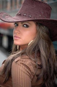 I like cowgirl style. Sexy Cowgirl, Moda Cowgirl, Cowgirl Mode, Estilo Cowgirl, Cowgirl Hats, Western Hats, Cowgirl Style, Western Wear, Vaquera Sexy