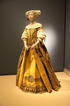 Les costumes de papier d'Isabelle de Borchgrave