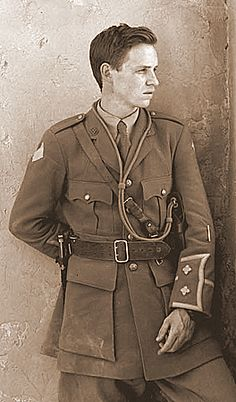 englishlight:  A man is alwaysmost attractive in uniform
