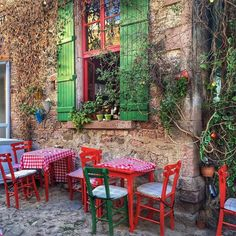 Want to feel true relaxation. Just sit on the colorful streets of Cunda, sip your Turkish coffee, and let the day pass you by!