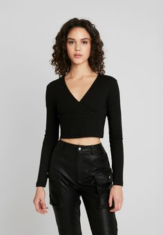 Even&Odd Topper langermet - black - Zalando.no Nike Sportswear, Basket Nike, Black Noir, Even And Odd, Urban Classics, Models, Summer Looks, T Shirt, Beige