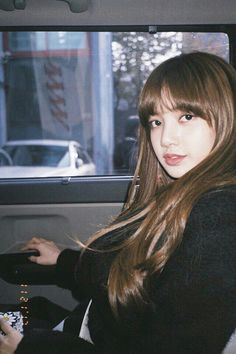 Blackpink Lisa, the maknae's aura Source: Naver Date posted: December 2017 Comments: . Kim Jennie, Kpop Girl Groups, Korean Girl Groups, Kpop Girls, Yg Entertainment, Mamamoo, Winwin, K Pop, Lisa Blackpink Instagram