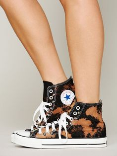 Converse Skull Studded High Tops so cute Black Converse, Converse Sneakers, Converse All Star, Sneakers Fashion, Converse Chuck Taylor, High Top Sneakers, Sock Shoes, Shoe Boots, Rubber Shoes