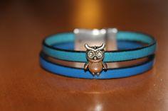 """""""NOUVEAUTE"""" bracelet en cuir bleu , avec un hibou fermoir aimanté : Bracelet par isabond007"""