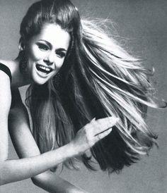 Lauren Hutton by Richard Avedon for American Vogue August 1966