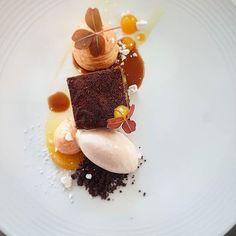 #Brownie, cioccolato e #Arancia - : @vincent.angebault #ArtOfPlating ___ #food #gourmet #eat #hungry #art #foodies #amazing #love #awesome #like #good #plating #chef #foodgasm #lunch #sweet #yum #yummy #tasty #foodporn #theartofplating #gourmetfood #cooking #foodblog #dinner #foodart .