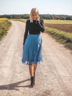 Das perfekte Spätsommer-Outfit: So stylt ihr Plisseeröcke Basic Fashion, German Fashion, Rock Style, Fashion Weeks, Spring Outfits, Midi Skirt, High Waisted Skirt, Spring Summer, Lifestyle