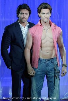 Cinema ©: Actor Hrithik Roshan poses with his wax figure at 'Madame Tussaud's' in London. Bollywood Girls, Bollywood Stars, Bollywood Actress, British Royal Family Members, Tussauds London, Wax Statue, Organizer Box, Best Avenger, Wax Museum