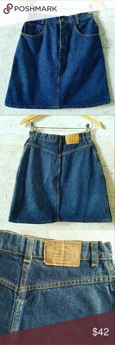 "🔥FLASH SALE🔥VTG Dark Wash Denim Mini Skirt ✴VINTAGE✴ 100% cotton  Size 11 28"" Waist 18.5"" long Made on Brazil Excellent vintage condition!!  PLEASE READ CLOSET INFO AND POLICIES POST Vintage Skirts Mini"