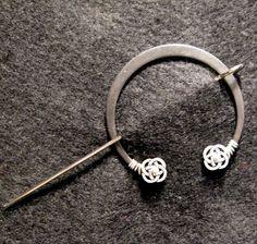 Penannular Brooch Shawl or Kilt Pin w/ silver knot finials