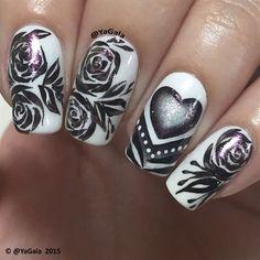 Image via We Heart It https://weheartit.com/entry/161602213 #antivalentinesday #beauty #blackandwhite #flowers #grunge #heart #makeup #nails #roses #valentinesday #vintage #cutenails #uñas #nailzzz