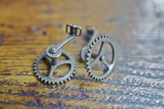 Tiny bike crank cufflinks <3 And they're 3D printed, to boot!