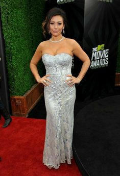 See the hottest stars on the red carpet at the 2013 MTV Movie Awards. Tv Awards, Mtv Movie Awards, Celebrity Dresses, Celebrity Style, Hollywood Life, Red Carpet Dresses, Celebs, Celebrities, Role Models
