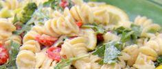 Recette: Fusilli au citron et à la roquette. Fusilli, Pasta Salad, Ethnic Recipes, Food, Tuna Fish Cakes, Eruca Sativa, Crab Pasta Salad, Noodle Salads, Meals