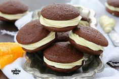 These soft chocolate cookies have a hint of orange from freshly squeezed orange juice and orange zest. The orange cream cheese frosting takes these zesty cookies over the top. Chocolate Cream Cheese, Cream Cheese Cookies, Chocolate Orange, Cookies Et Biscuits, Delicious Cookie Recipes, Yummy Food, Brownie Recipes, Whipped Shortbread Cookies, Caramel Crunch
