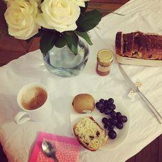 Back a #Paname apres  mon #voyage au #Japon un #breakfast at #home #homesweethome bien #français ca fait du bien avant de partir au boulot #cafe #brioche #kiwi et du #miel de #madagascar #happyday #petitdejeuner #petidej #food #foodporn #travel des sens ca me change des petit-déjeuner #kaiseki #japonais by maryzeno