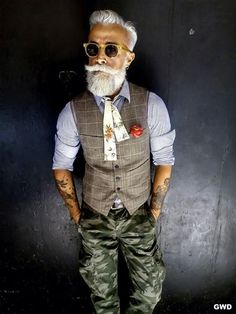 "The Hippest ""Old Men"" Hipsters Ever Old Man Fashion, Look Fashion, Preppy Mens Fashion, Sharp Dressed Man, Well Dressed Men, Mode Masculine, Dandy Look, Dandy Style, Estilo Hipster"