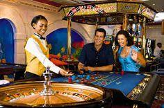 Казино на острове Ибица-это рай игроманов со всего мира. Потоки туристов приезжают сюда  для ощущения духа азартной свободы. Выполнены в колониальном английском стиле постройки удивляют творческим подходом.
