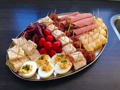 Holiday Appetizers - Useful Articles Holiday Appetizers, Appetizer Recipes, Snack Recipes, Healthy Recipes, Typical Dutch Food, Tapas, Party Food Platters, Good Food, Yummy Food