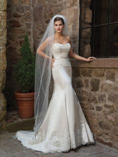 Trumpet/Mermaid Sweetheart Court Train Satin Wedding Dress with Applique