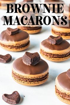 These brownie macarons feature a brownie filling, with rich chocolate frosting. The top shell is dipped in chocolate, and then topped with a brownie heart. Party Desserts, Just Desserts, Delicious Desserts, Gourmet Desserts, Baking Recipes, Cookie Recipes, Dessert Recipes, Macaron Flavors, Macaron Filling