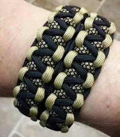 Wide cobra paracord bracelet