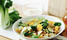 Power-Bowl: Die Kombination aus Kichererbsen, Pak Choi und Orangen macht dieses Gericht zu einem exotischen Highlight. Hier geht's zum Rezept. Pak Choi, Cooking Recipes, Healthy Recipes, Healthy Food, Cobb Salad, Potato Salad, Potatoes, Ethnic Recipes, Bowls