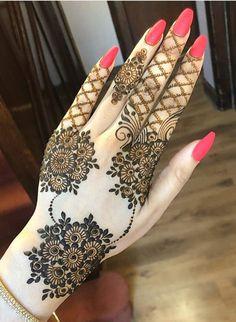 50 Most beautiful Varanasi Mehndi Design (Varanasi Henna Design) that you can apply on your Beautiful Hands and Body in daily life. Round Mehndi Design, Mehndi Designs Book, Full Hand Mehndi Designs, Simple Arabic Mehndi Designs, Indian Mehndi Designs, Mehndi Designs 2018, Mehndi Designs For Beginners, Modern Mehndi Designs, Mehndi Design Pictures