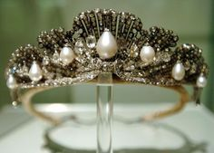 A close up of the Shell tiara, designed as a series of curved shell motifs, studded with diamonds and hung with pear-shaped pearls and briolette diamonds.