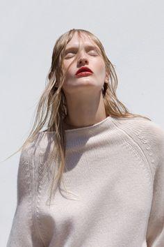 "oystermag: "" Oyster Beauty: 'No Shade' Shot By Bowen Arico "" Daily Fashion, Girl Fashion, Fashion Beauty, Editorial Photography, Fashion Photography, Moda Minimal, Oyster Magazine, Lip Colour, Fashion Poses"