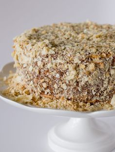 This is the most traditional cake in Chile, layers of thin crispy dough almost cookie like and dulce de leche. Cake Recipes, Dessert Recipes, Desserts, Thousand Layer Cake, Chilean Recipes, Chilean Food, Cake Vegan, Cake Fillings, Mille Feuille
