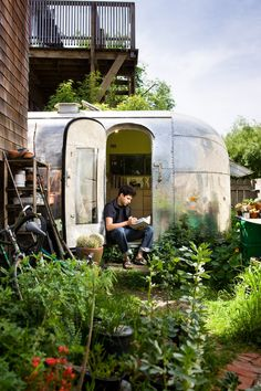 ANDREAS's 1959 Airstream RESTORATION: The Airstream is tucked into the back garden of a Berkeley co-op. Having a garden at my footsteps and chickens just over the fence make it feel peaceful and private.