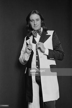 Les Gray (1946-2004) from glam-rock group Mud posed in London on 26th September 1973.