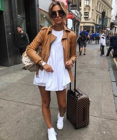 40 Casual Fall Outfits You'll Need To Copy This Season These trendy Outfits ideas would gain you amazing compliments. Check out our gallery for more ideas these are trendy this year. Cool Summer Outfits, Casual Fall Outfits, Spring Outfits, Trendy Outfits, Fashion Outfits, Fashion Clothes, Travel Outfits, Clothes Women, Vacation Outfits