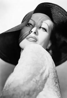 Joan Crawford - 1932 - Photo by George Hurrell - http://georgehurrell.com/